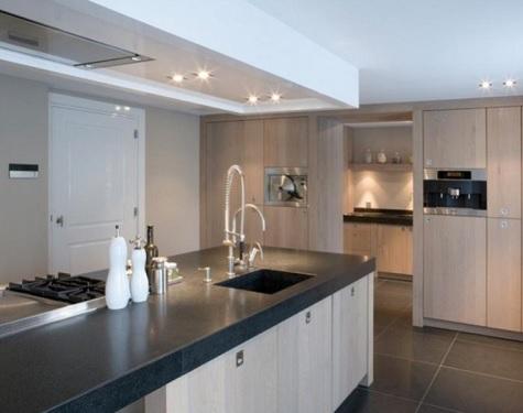 Houten keukens op maat: massief en laag geprijsd keuken centrum